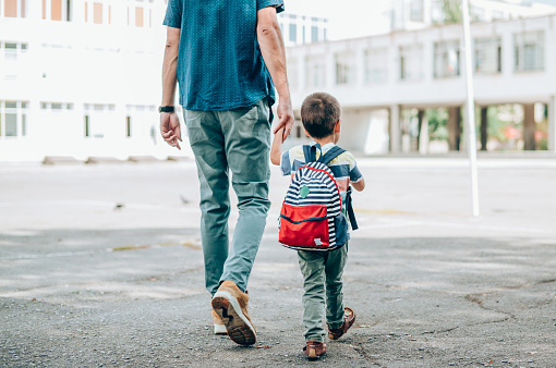 The transition to kindergarten can be difficult. Here are some tips to help your child adjust smoothly.